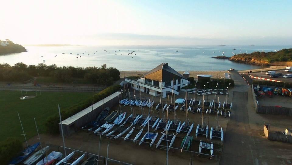 base nautique, plage du Kelenn, centre nautique et parking à bateau