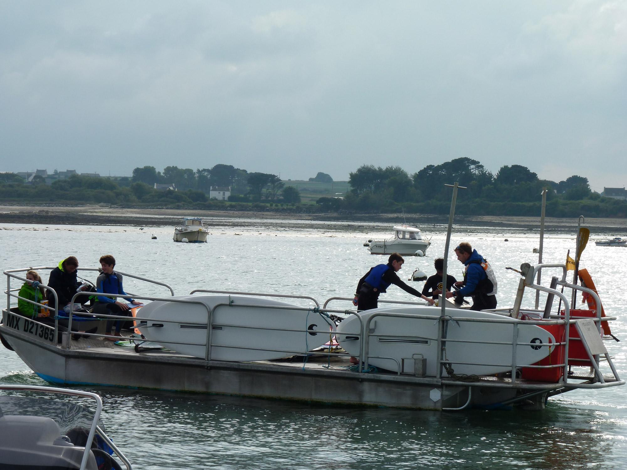 Samedi nautique - Pratique annuelle en planche à voile - Départ barge pour navigation à l'abri de l'île Callot