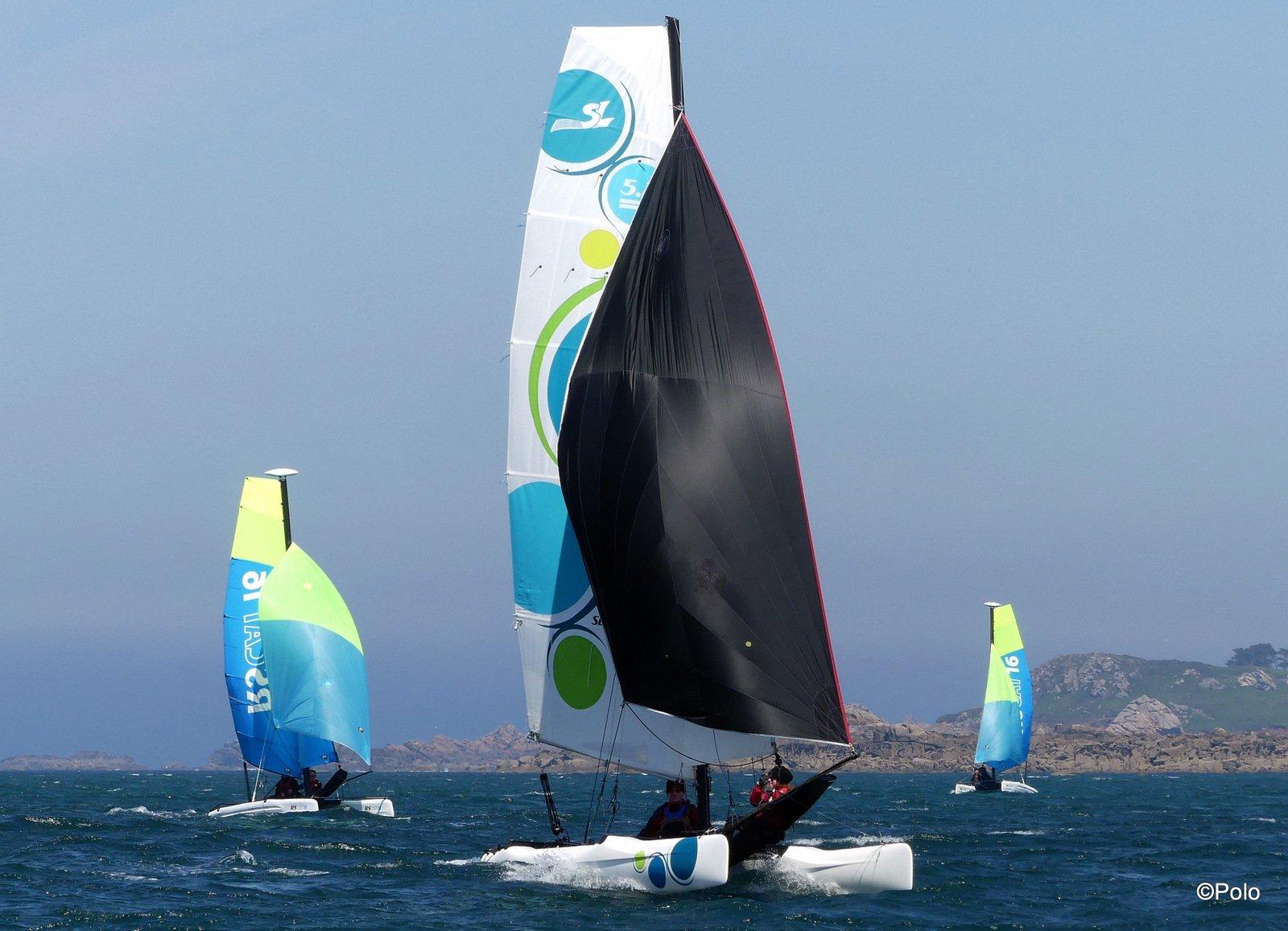 Polo Album - Catamaran - pratique annuelle en Finistère Nord